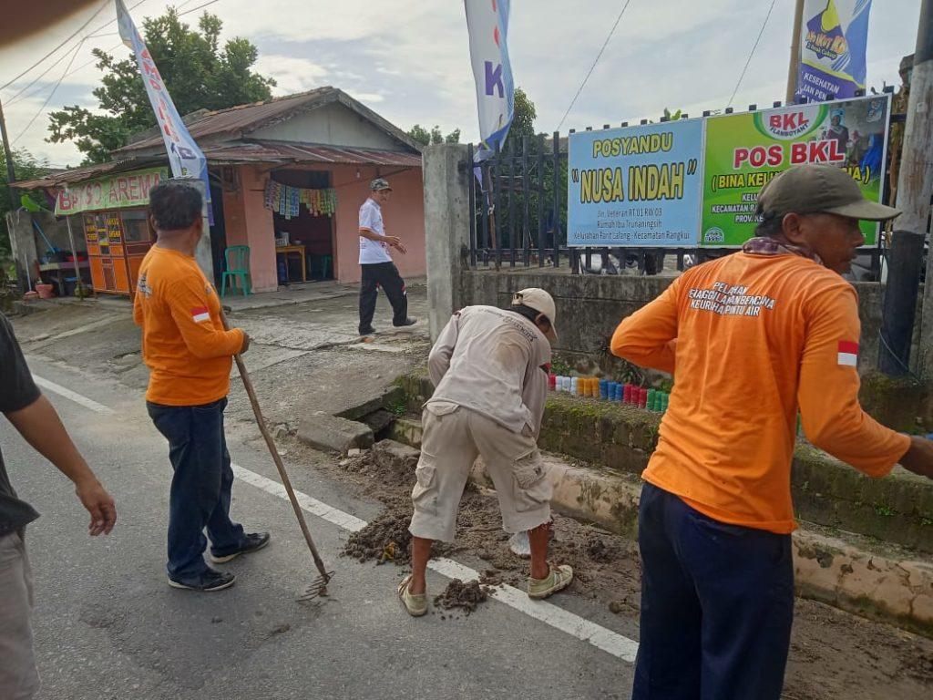Camat Rangkui Instruksikan Setiap Kelurahan Rangkui Agar Gotong Royong Dalam Membersihkan Sampah